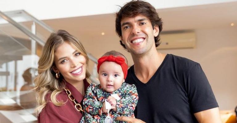 Confira momentos fofos de Esther, filha de Carol Dias e Kaká