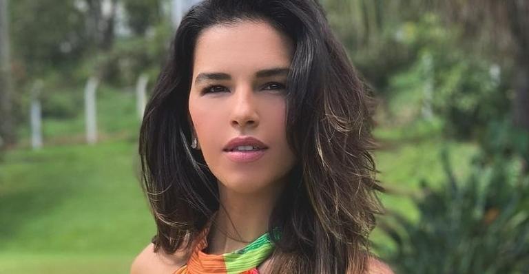 Mariana Rios surge deslumbrante de biquíni fininho vermelho e exibe corpo escultural: ''Escândalo!''
