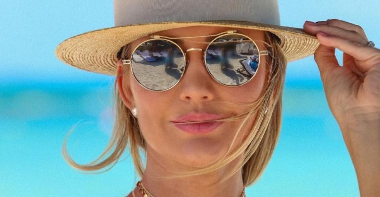 Esposa de Roberto Justus esbanja corpaço bronzeado em praia mexicana