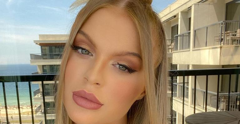 Luísa Sonza esbanja curvas com look transparente e arranca suspiros