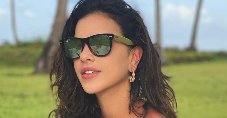 De biquíni, Mariana Rios surge pleníssima e manda recado: ''Sorria para a vida!''