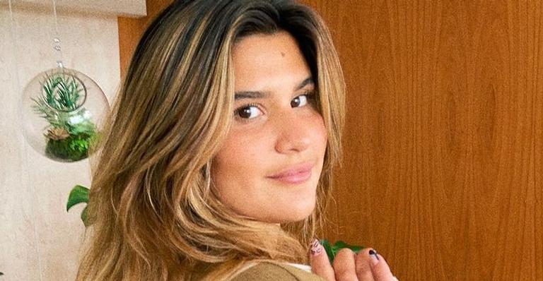Giulia Costa surge de cara lavada nas redes e recebe chuva de elogios