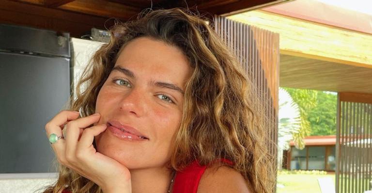 Mariana Goldfarb arranca suspiros ao publicar clique artístico ousado