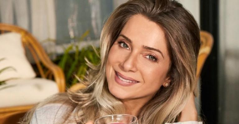 Aos 47 anos, Leticia Spiller usa as redes para desejar boa semana e arranca elogios