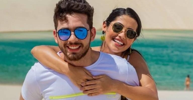 Thaynara OG e Gustavo Mioto curtem passeio na praia