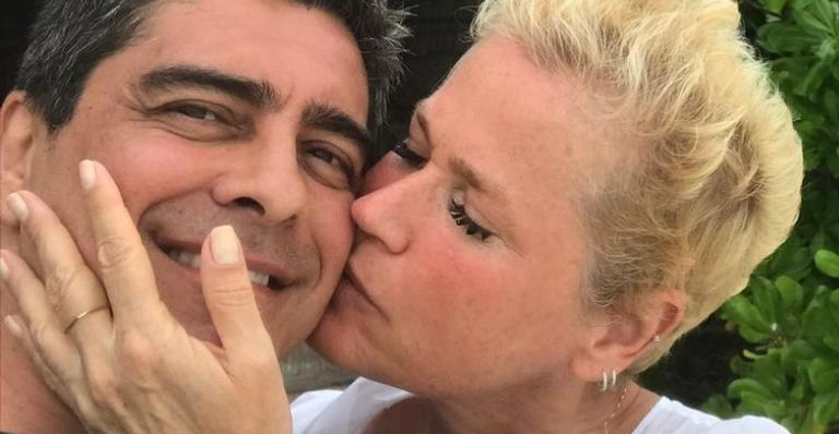Xuxa Meneghel resgata cliques românticos com Junno Andrade e se declara: ''Meu poeta''