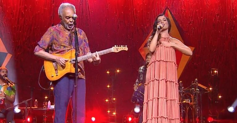 Juliette Freire e Gilberto Gil se emocionam durante live junina