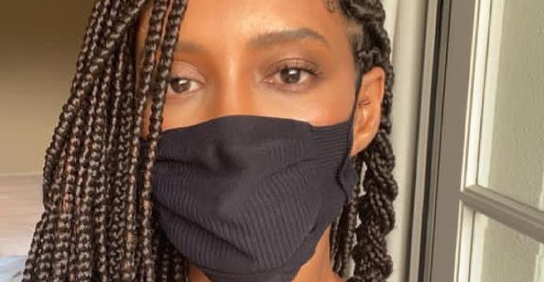 Mesmo após tomar a primeira dose da vacina, Taís Araujo reforça importância da máscara