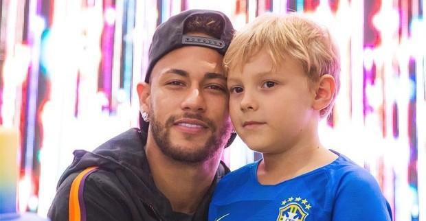 Neymar Jr diverte a web ao compartilhar vídeo de Davi Lucca cantando: ''Sextou''