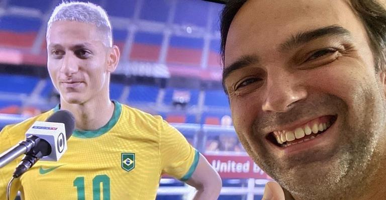 Richarlison marca três gols na estreia do Brasil na Olimpíada e Tadeu Schmidt parabeniza