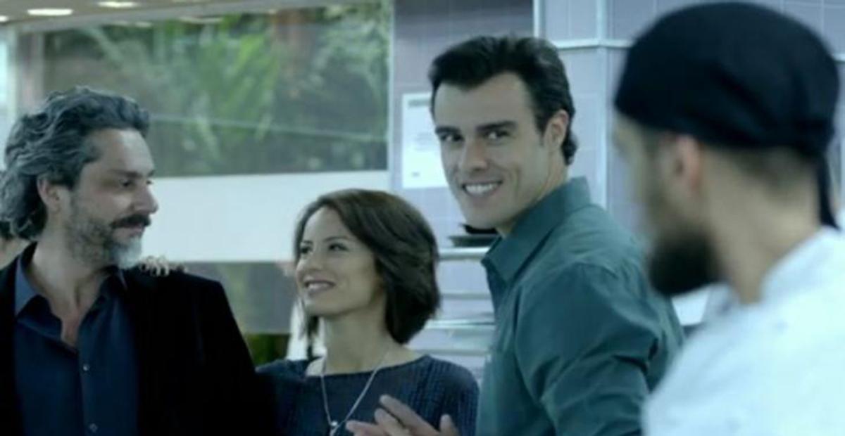 Maria Clara surta ao desconfiar que comendador José Alfredo está vivo na novela 'Império'
