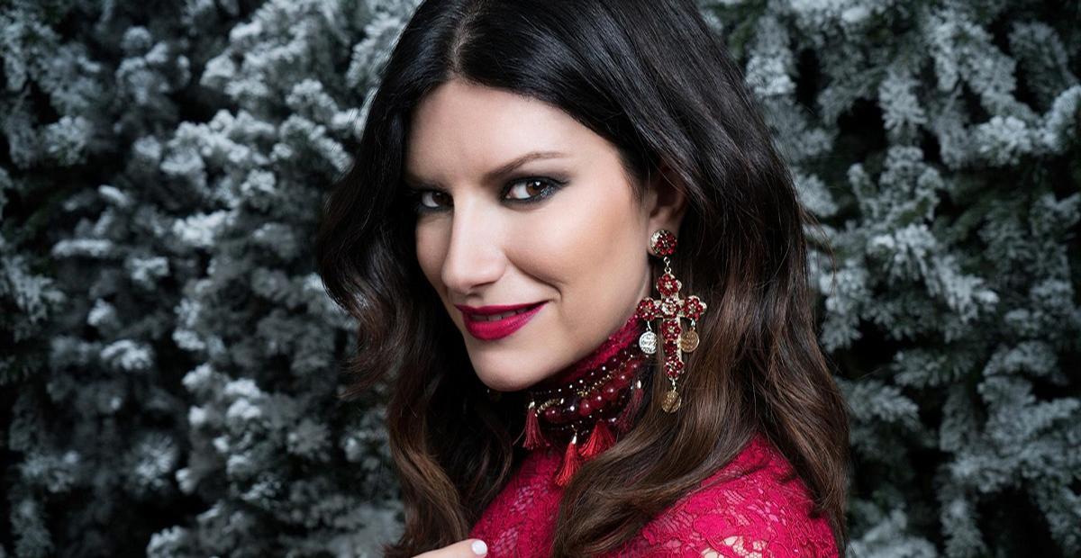 Estilo clássico e elegante é destaque na moda da cantora italiana Laura Pausini