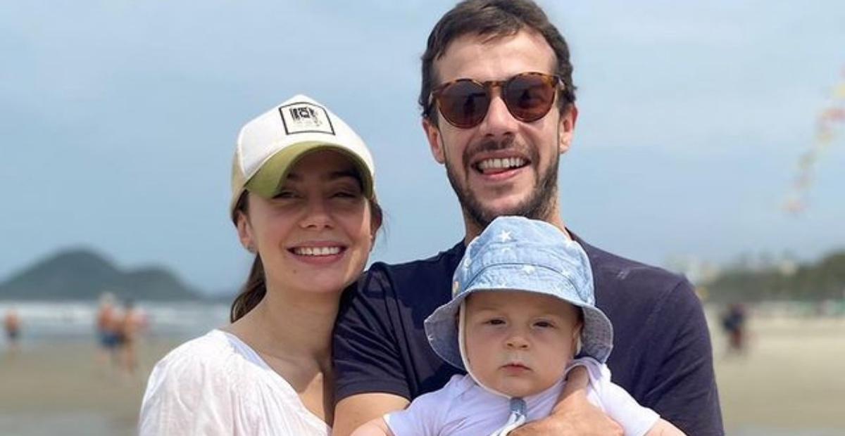 O ator Jayme Matarazzo mostrou a primeira vez do filho, Antonio, na praia