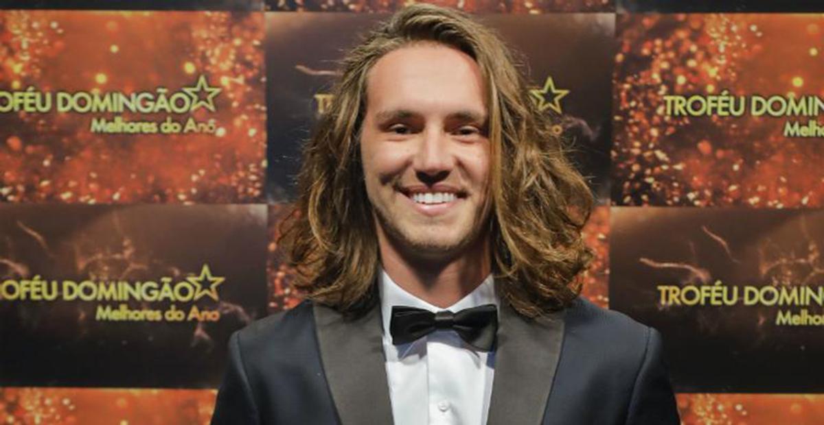 Cantor Vitor Kley se transforma na roqueira Pitty e beleza impressiona no 'Show dos Famosos'