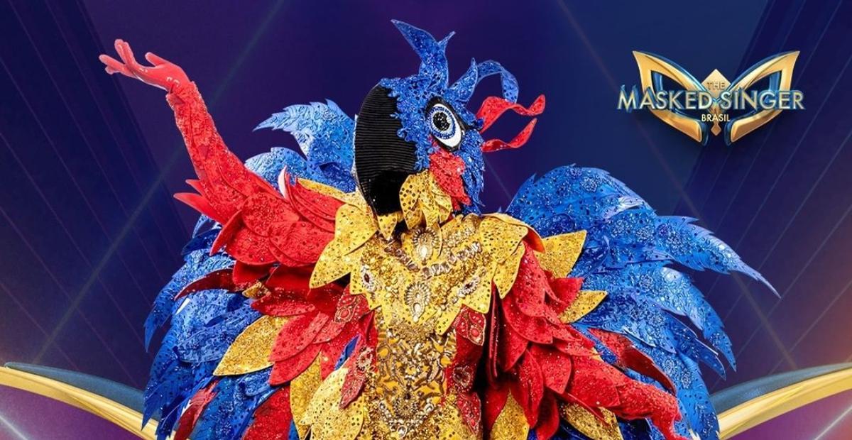 Cris Vianna, Claudia Raia, Sheron Menezzes? Dê seu palpite na enquete sobre a identidade da Arara Azul do The Masked Singer Brasil