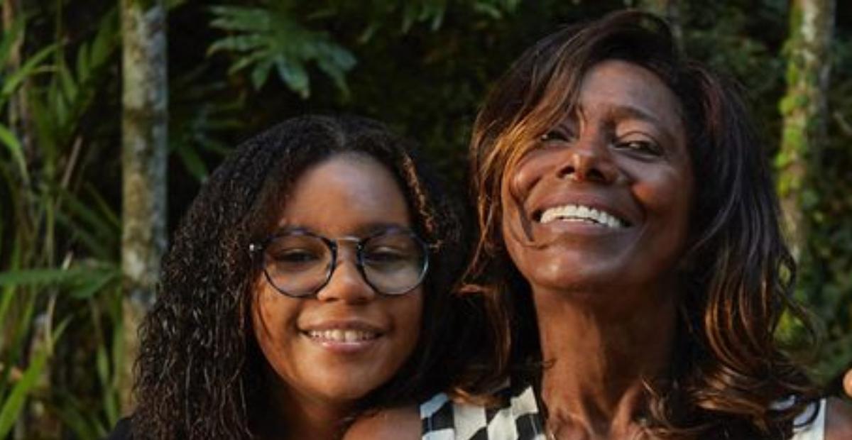 Gloria Maria mostrou toda a alegria da filha ter tomado a primeira dose da vacina contra a covid-19