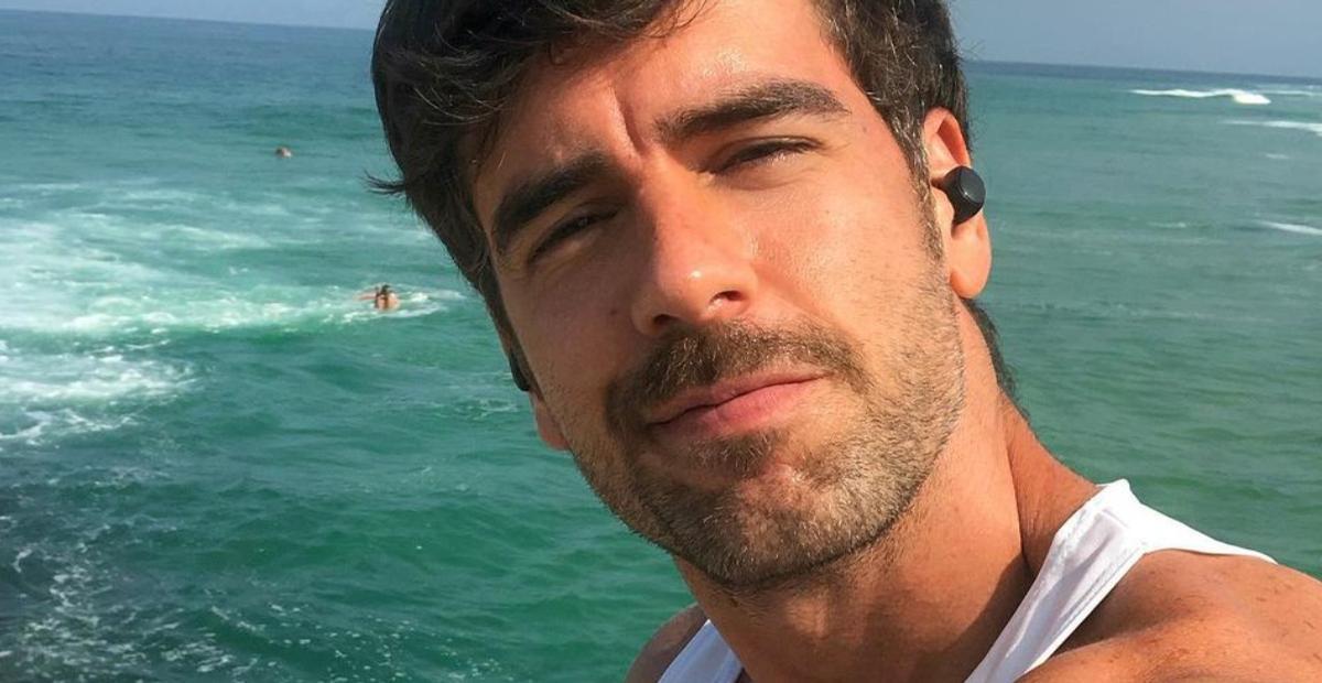 Marcos Pitombo resgata clique descamisado no nordeste e leva web à loucura: ''Homem dos sonhos''